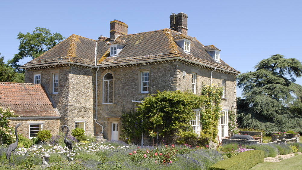 Somerset Manor has 10 bedrooms, 8 bathrooms and large gardens with plenty of space for a large group