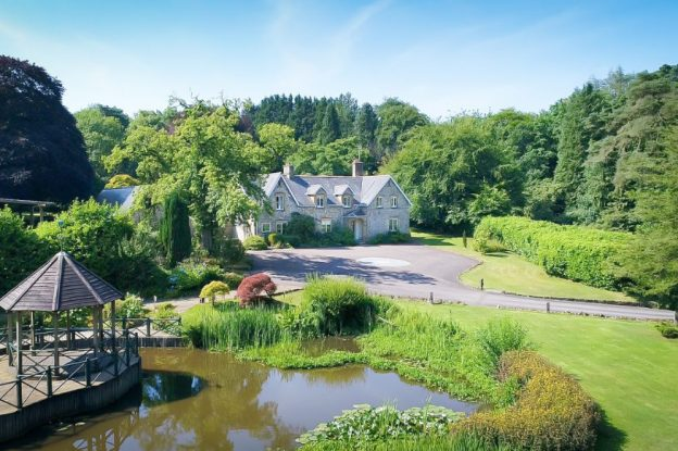 Widcombe Grange is a large party house with extensive gardens and 2 lakes, available through The Big House Company