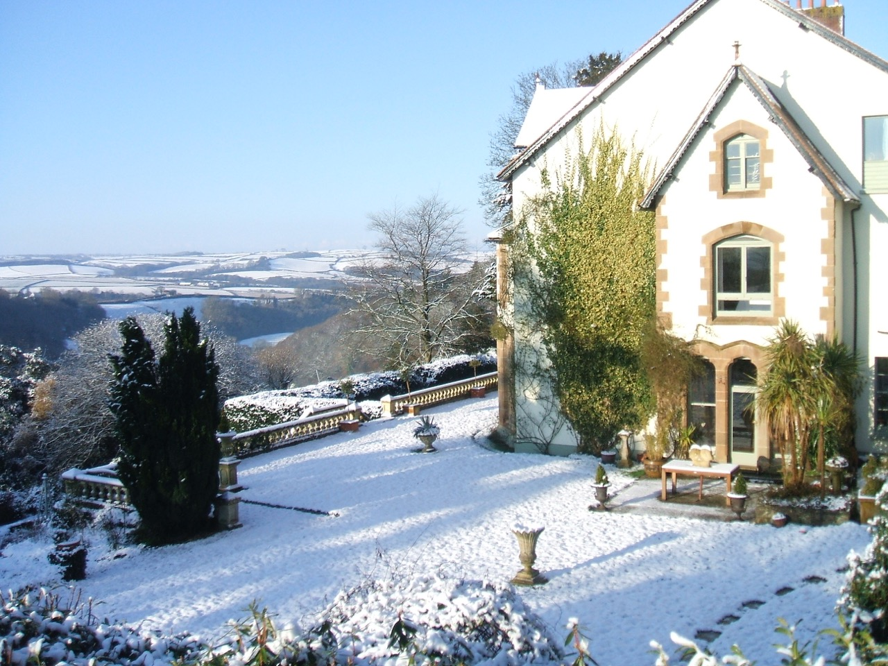 devon-manor-winter-view