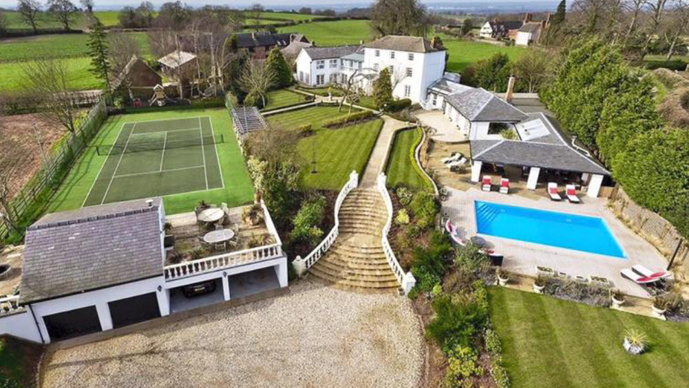 Midlands Villa sleeps up to 22 guests, with an outdoor pool & tennis court it is available to hire from The Big House Company