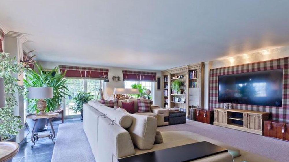 Wide screen TV and large sofas in the sitting room at Midlands Villa