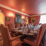 The dining room is ideal for celebrations with a large group of friends.